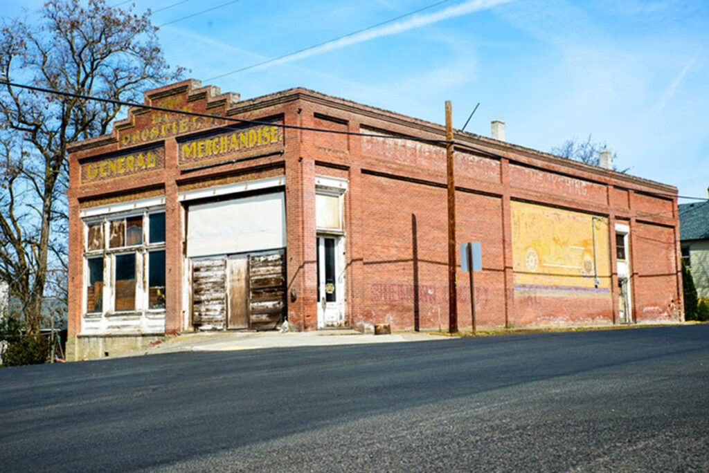 Photo of the Crosfield brick commercial building, Wasco, Oregon