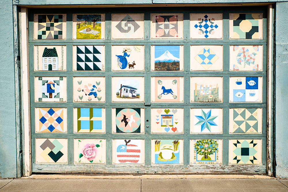 Nell Melzer Shop Quilt Door. Photo by Jeremy Lanthorn.