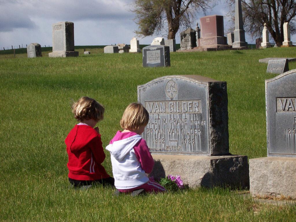 Photo of Bethany Lohrey & Karolyn Kaseberg at Van-Gilder grave in Sun Rise Cemetery near Wasco, Oregon.